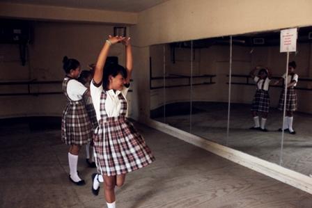 Alumnas de la Escuela Leonel Quiroz Delgada de visita en la Casa de la Cultura de Reynosa.
